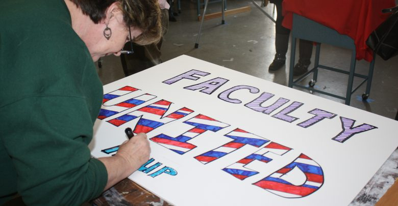 Photo of Photo Gallery: AAUP creates picket signs