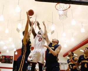 Junior center Kahlil Thomas was key in a 66-60 win at Niagara.