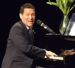 Great American Songbook interpreter Michael Feinstein teaches the audience new theater techniques at his masterclass on April 18.