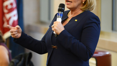 Photo of Guadagno stops at Rider along her campaign trail