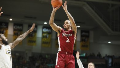 Photo of Broncs lose first MAAC game despite late run