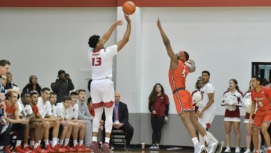 Photo of Scott scores 1000th point in close win over Saint Peter's